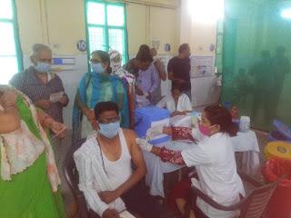 जालौन: वैक्सीन लगवाकर कोरोना के खतरे से करें बचाव : 71 जगह बनाए गए टीकाकरण बूथ, नजदीकी बूथ पर जाकर कराए टीकाकरण