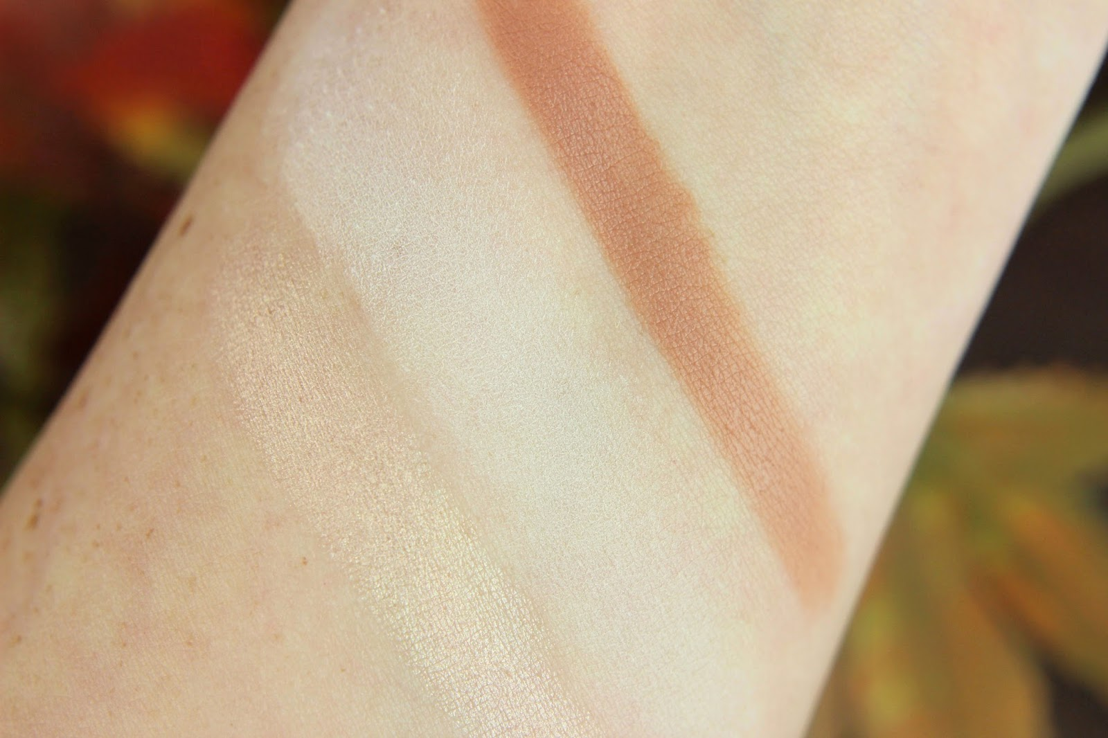 blush, contouring, crazy autumn love, drogerie, essence, limited edition, matt eyeshadow, matt lipstick, matter lippenstift, me & my umbrella, nagellack, review, swatches, tragebilder,