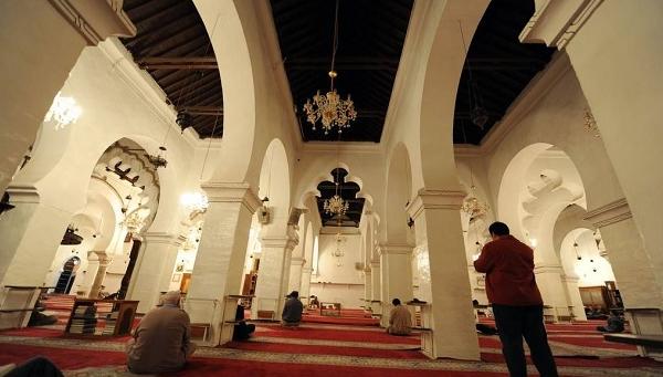 بث القرآن الكريم في مكبرات الصوت بالمساجد ممنوع