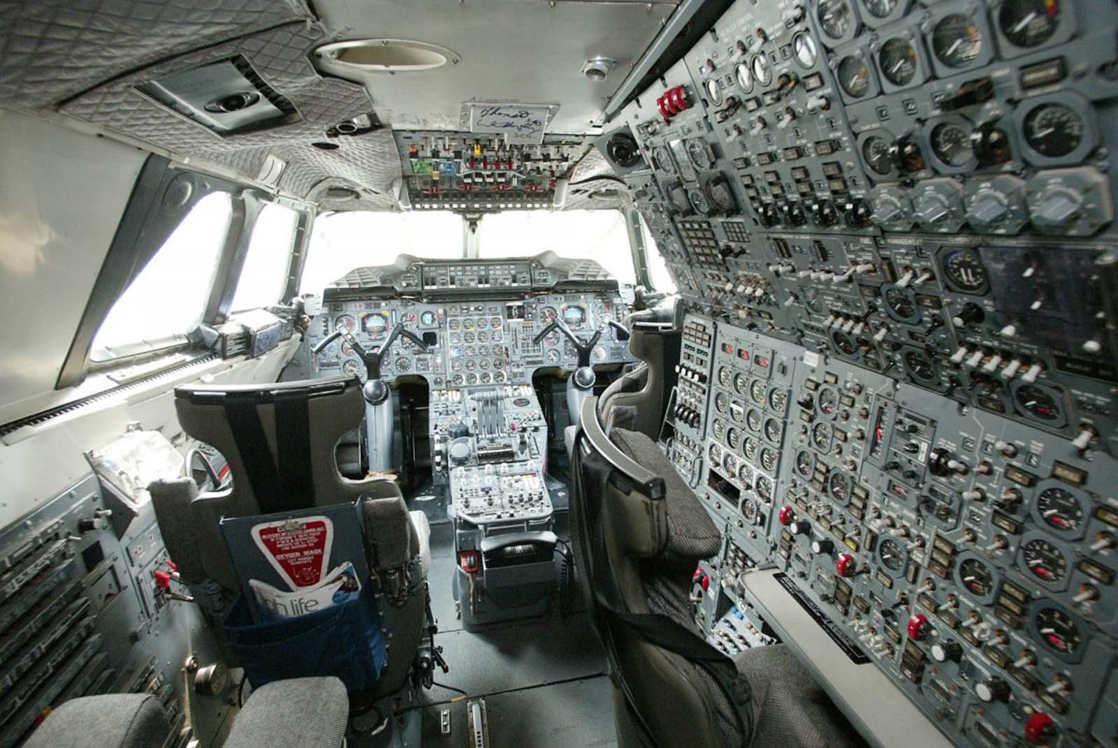 A Concorde-t háromszemélyzet üzemeltette: két pilóta és repülési mérnök.
