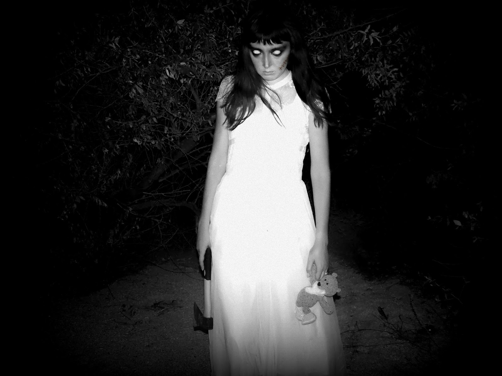 Призрак В Белом Платье