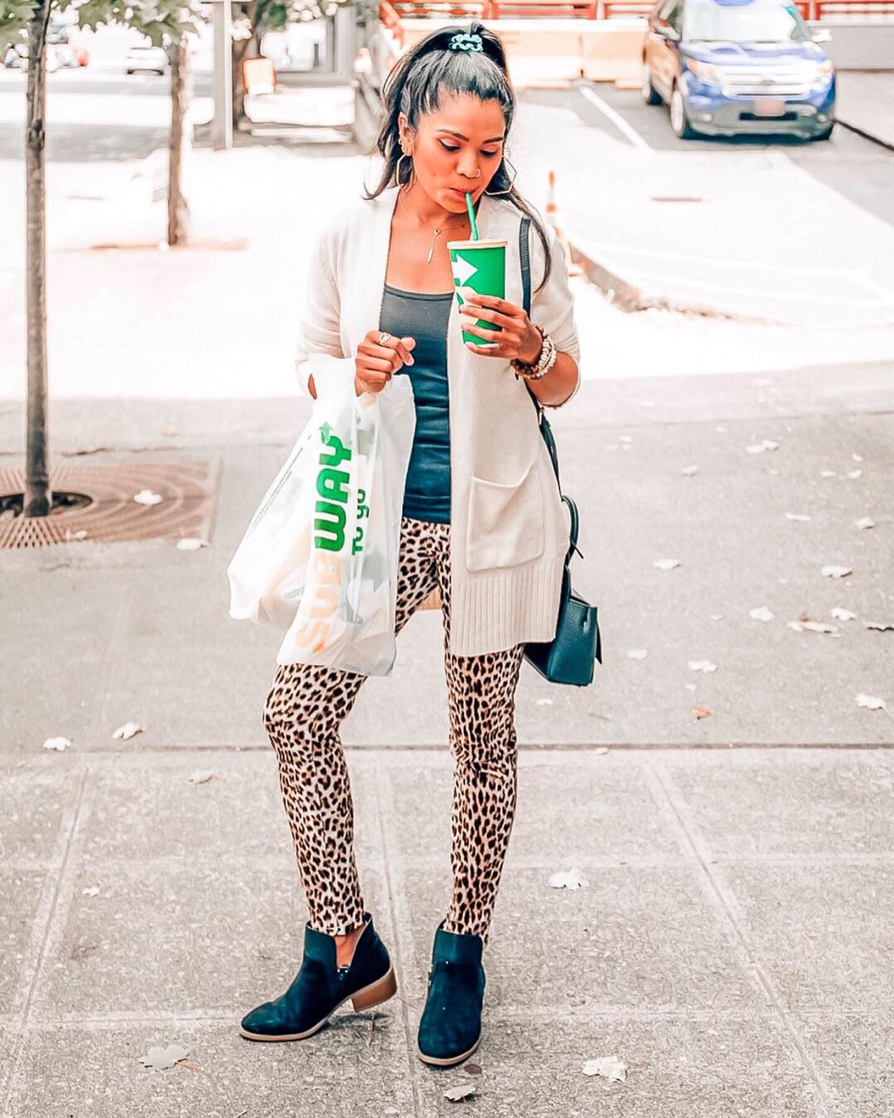Top 10 September Favorites featured by top US life and style blog, Sveeteskapes: Aeerie leggings