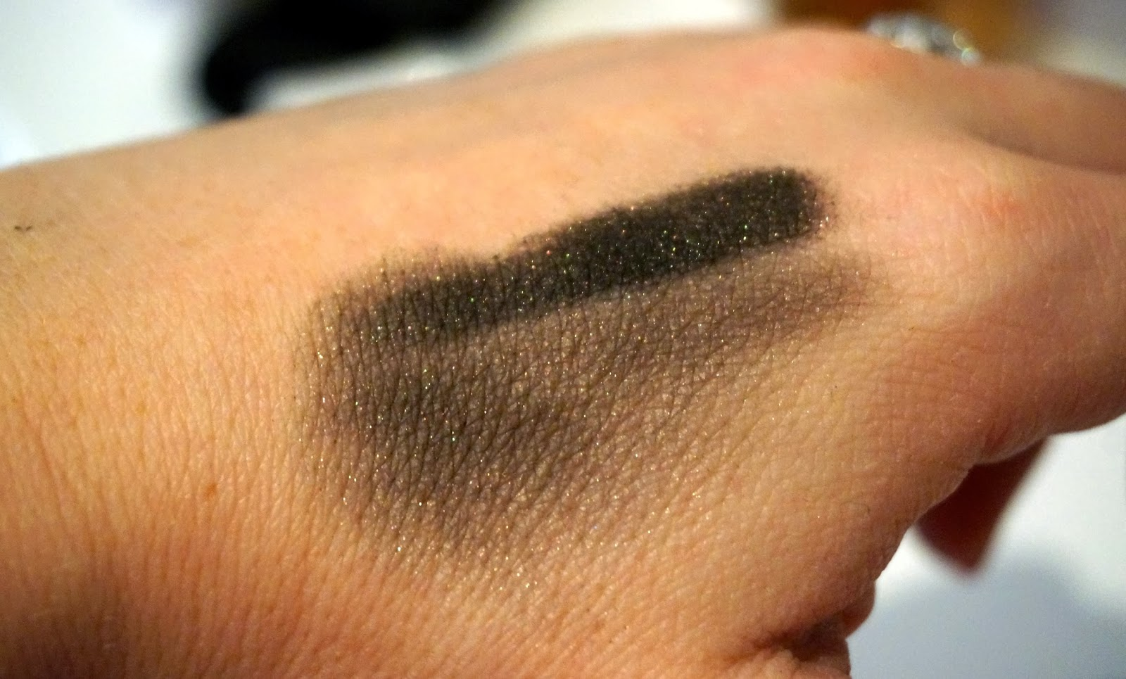 Lord & Berry Black Gold Stardust Loose Eyeshadow Powder swatch