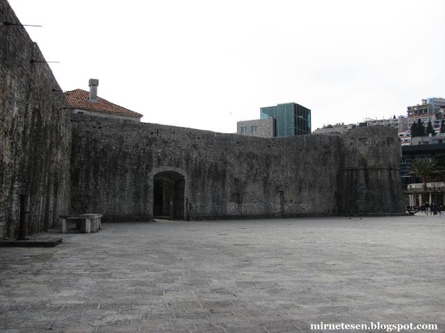 Крепостные стены старой Будвы