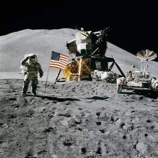 humans-landing-on-the-moon