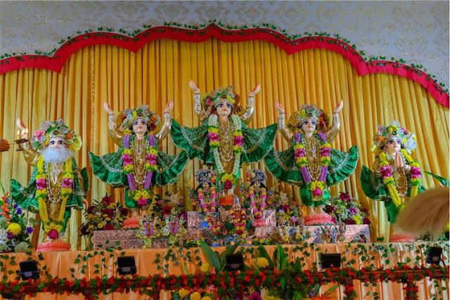 Sri Pancha Tattva preside over the festival