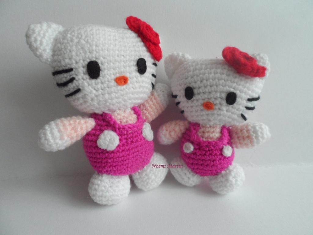 http://agujalanaytijeras.blogspot.com.es/2013/12/dos-hello-kittys-mas.html