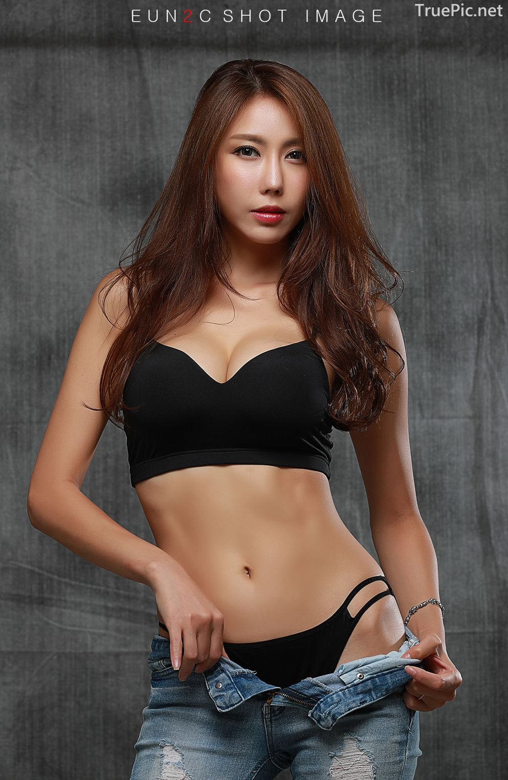 Image-Korean-model-Choi-Ye-Rok-Back-Lingerie-and-Jean-TruePic.net- Picture-5