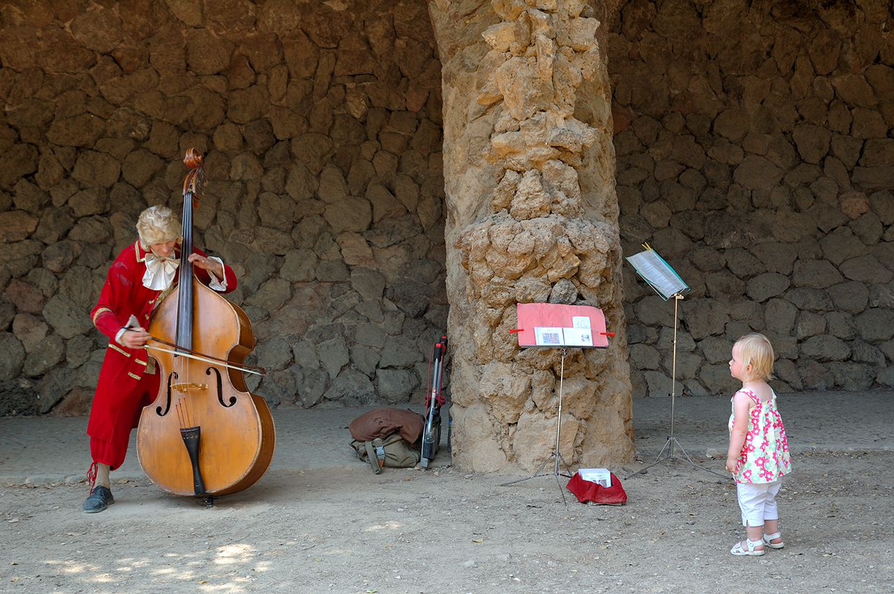 Double-bass player and a girl listening at Park Guell, Barcelona