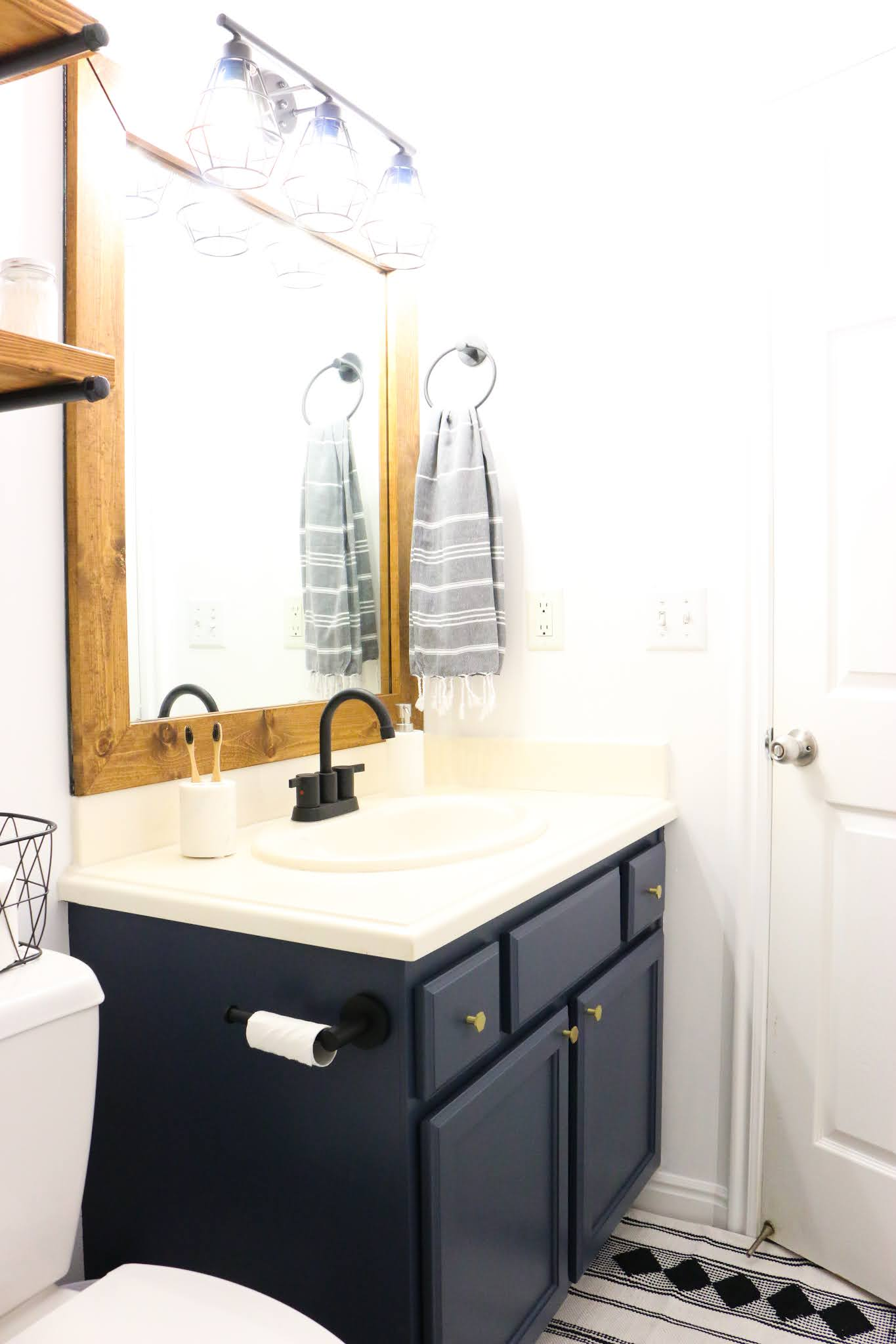 How to paint bathroom cabinets. How to paint bathroom cabinets without sanding. Best paint for bathroom cabinets. Best paint for bathroom cabinets. Waterproof paint for bathroom cabinets. How to seal painted bathroom cabinets. #diy #Home #Bathroom #remodel #Paint #cabinets