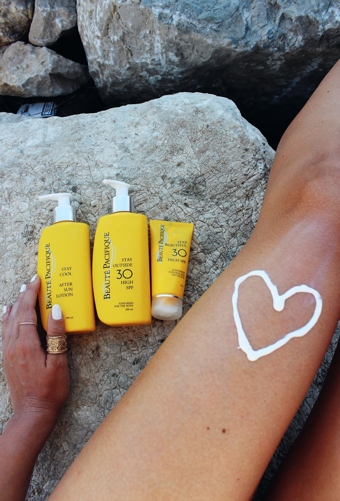 Fashion- & Travelblogger mit der Stay Sun protection in Kroatien. Gewinnspiel mit beaute-pacifique