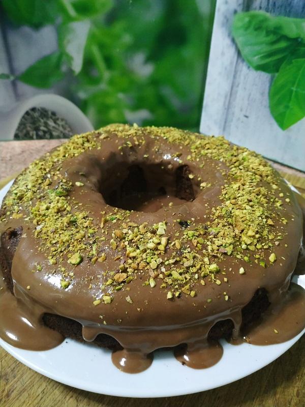 Pastel de chocolate y pistachos