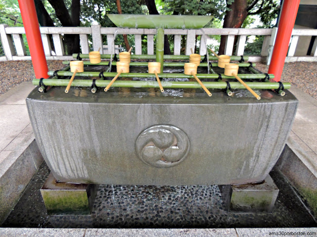 Chōzuya o Temizuya del Santuario Hie