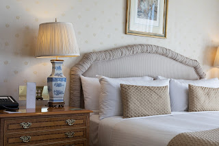 كيف تحول غرفة نومك الرئيسية إلى غرفة فندق فاخرة؟