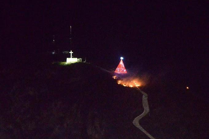Jacobina: Incêndio na serra do Cruzeiro quase atinge árvore de Natal