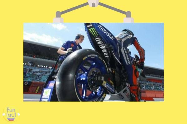 Apa botaknya karena sering dipakai di sirkuit dengan kecepatan tinggi Alasan Logis Kenapa Ban MotoGP Botak
