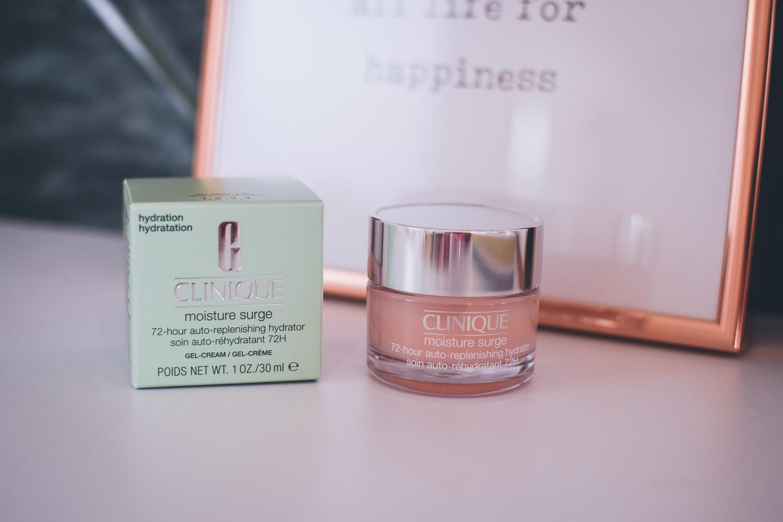Gesichtscreme Moisture Surge für trockene Haut von der Marke Clinique