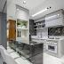 Cozinha americana pequena cinza e branca com cantinho de café e mármore Gris Armani!