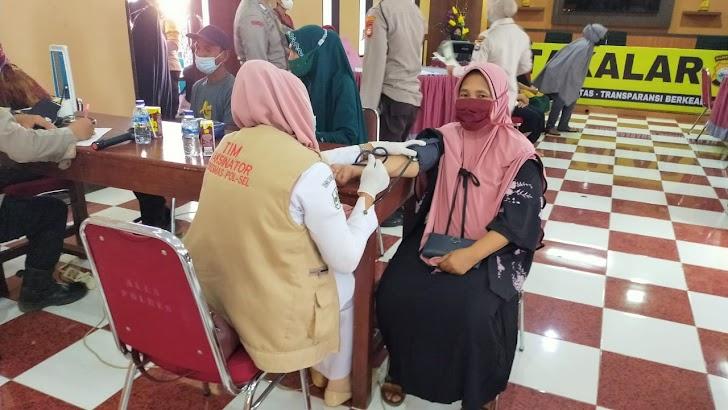 Inilah Jumlah Peserta Vaksinasi Massal di Polres Takalar Tembus Angka 1.876 Orang