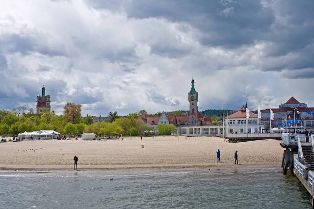 latarnia morska Sopot widok z mola na miasto i okolice