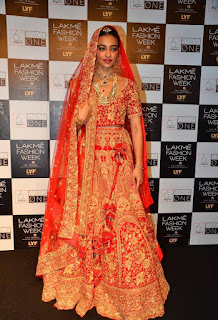 Radhika Aapte sizzling lehenga choli ramp walk at Lakme Fashion Week 2016Radhika Aapte sizzling lehenga choli ramp walk at Lakme Fashion Week 2016