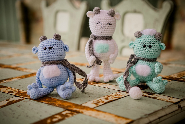 Ravelry: Little Bigfoot Panda 2014 pattern by Sharon Ojala ... | 427x640