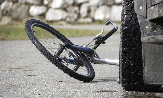 Αυτοκίνητο παρέσυρε ποδηλάτη στα Τρίκαλα