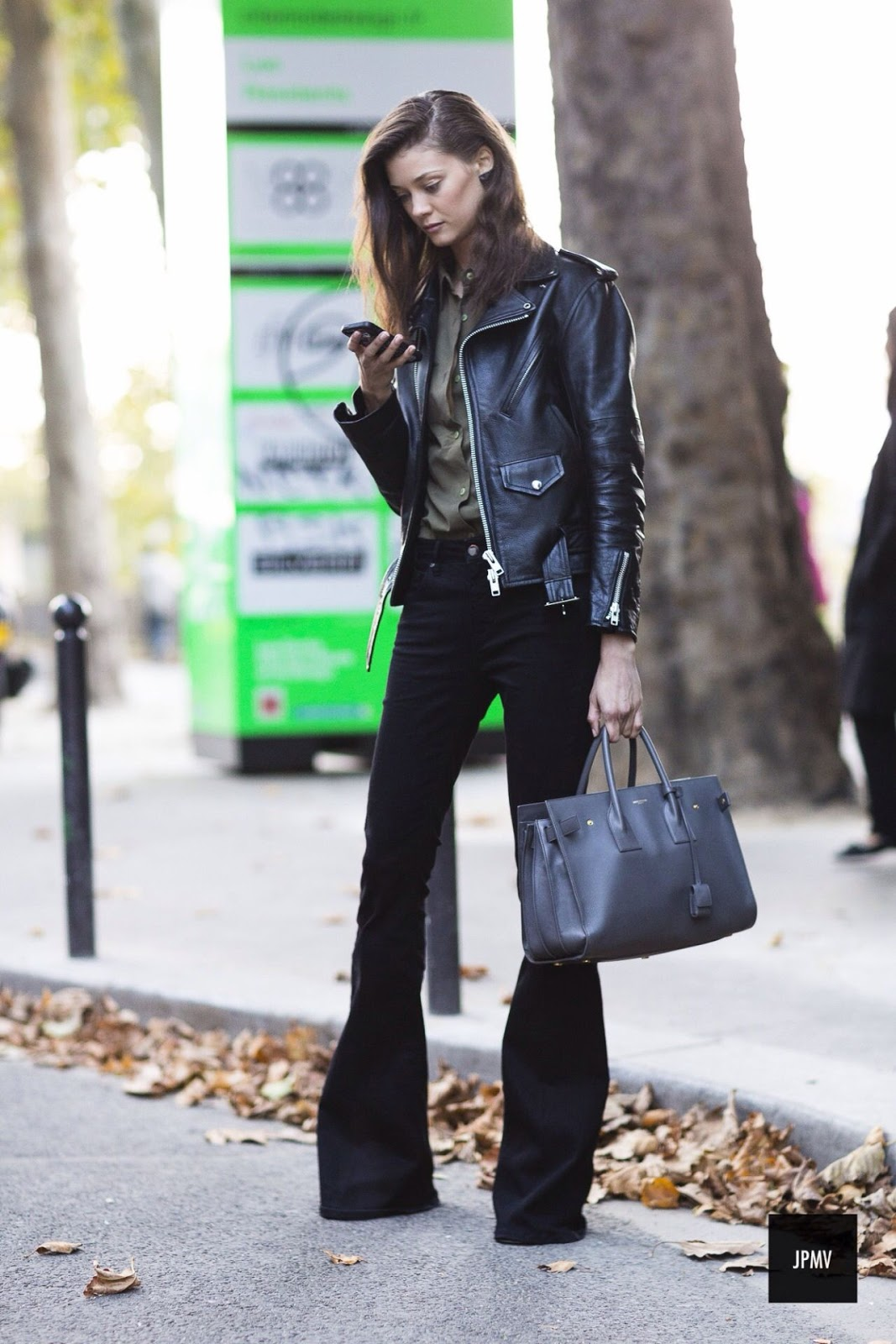 9 Ultra-Cool Ways to Wear Flared Jeans – Leather Jacket, Button-Down, Street Style