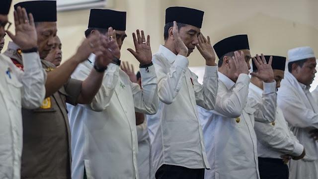 Jokowi Sholat Minta Hujan