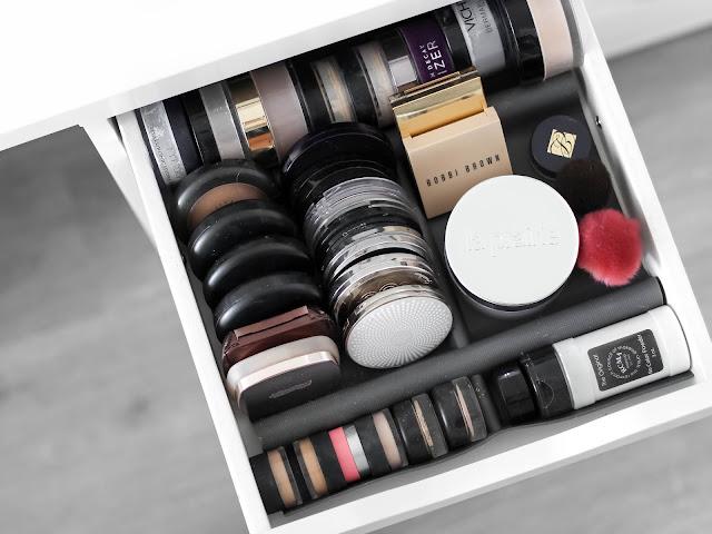 kosmetická sbírka kompaktní a sypké pudry