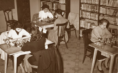 Sala de juego del Campeonato Femenino de Ajedrez de Catalunya 1955