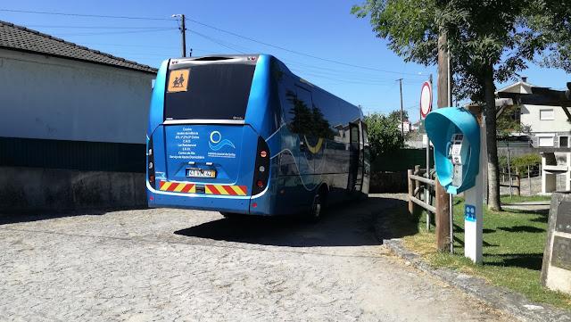 Autocarro que trazia as ciranças para brincar na Praia Fluvial de Airão Santa Maria