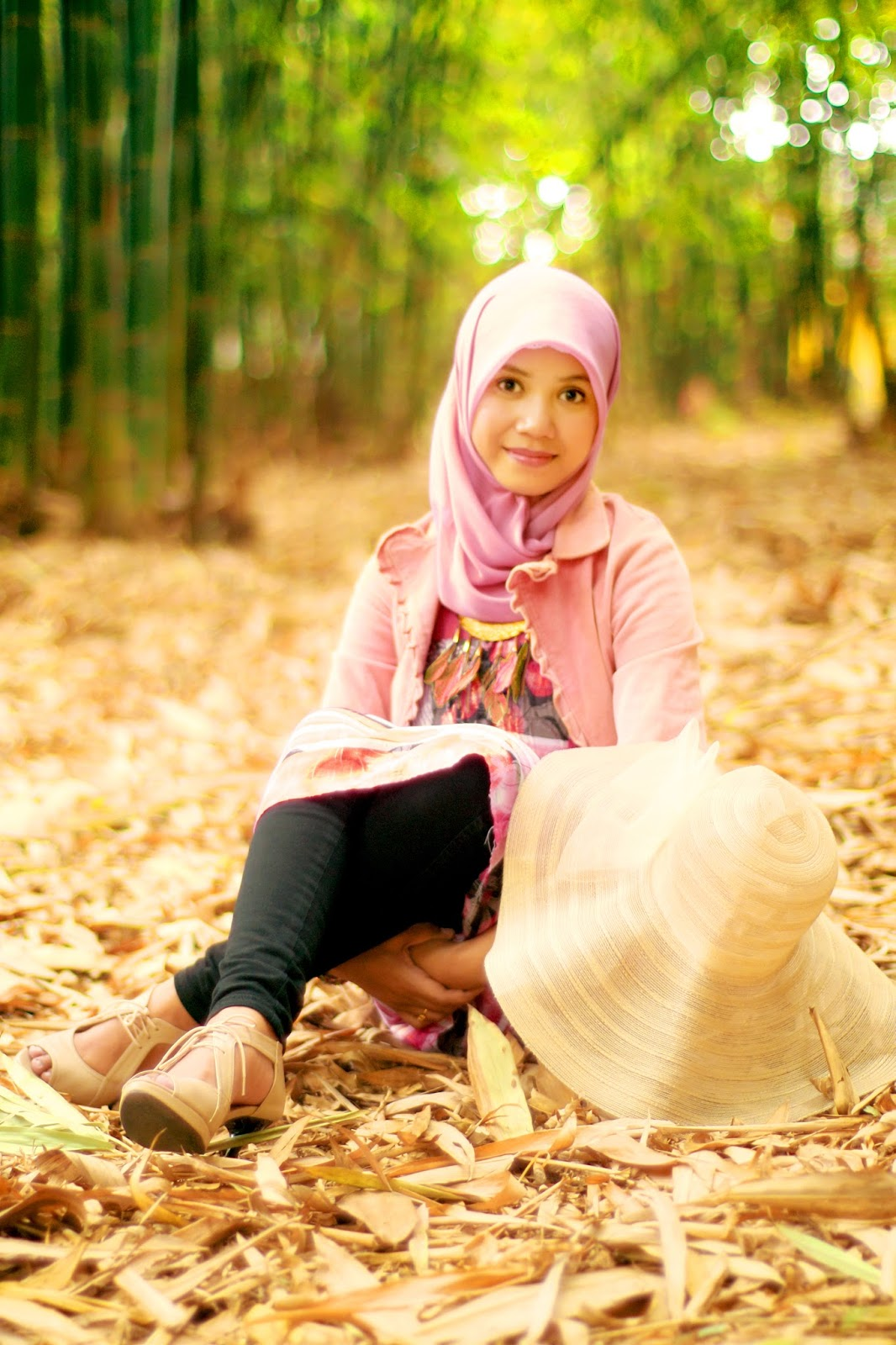 Hani A.K.A Nirmalasari mahasisiwi UNM celana Jenas ketat dan manis Seksi di pulau Lakkang Makassar