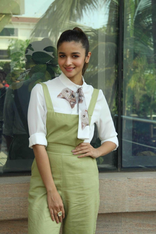 Picture Picnic  Alia Bhatt Looks Super Sexy At Film -5152