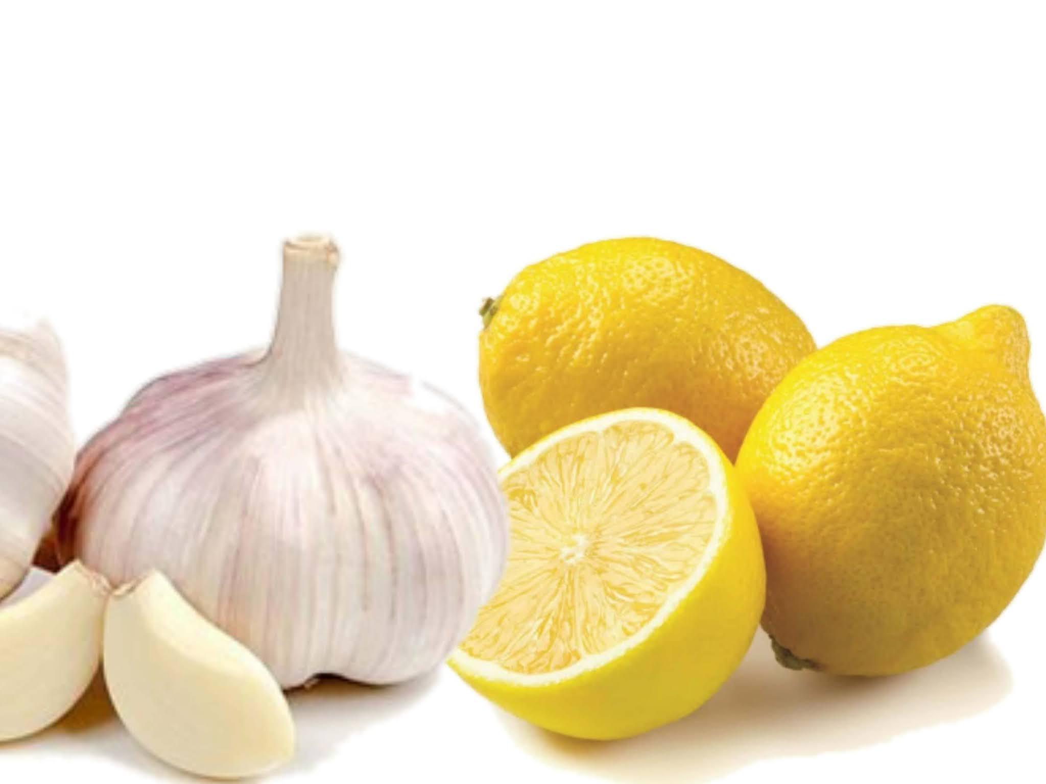 الفوائد السحرية لتناول خلطة الثوم مع الليمون على الريق