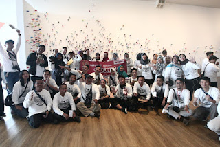 Foto bersama netizen MPR-RI di depan The Mending Project