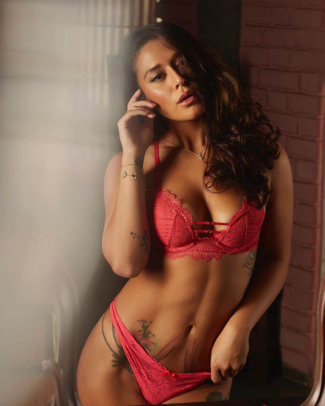 Actress krishna shroff Latest Hot Photos