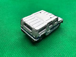 トヨタ メガクルーザー のおんぼろミニカーを斜め後ろから撮影
