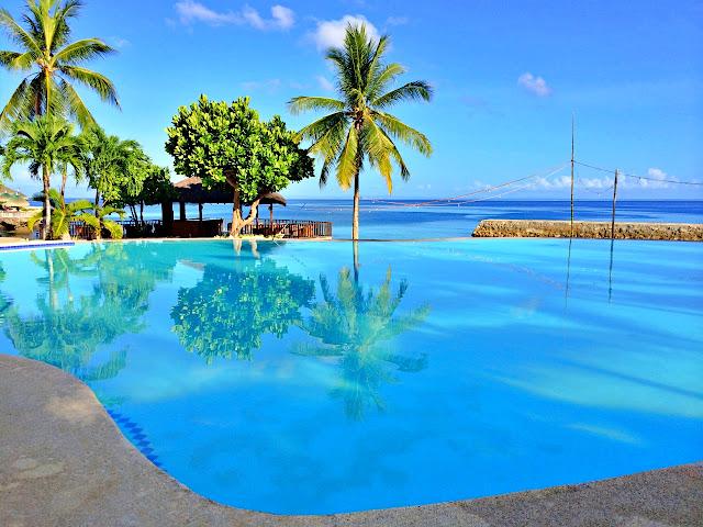 infinity pool in Mangodlong Paradise