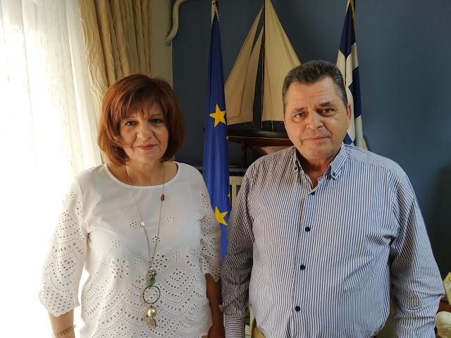 Φρόσω Καρασαρλίδου σε δήμαρχο Βέροιας και αντιπεριφερειάρχη Ημαθίας για θέματα του νομο
