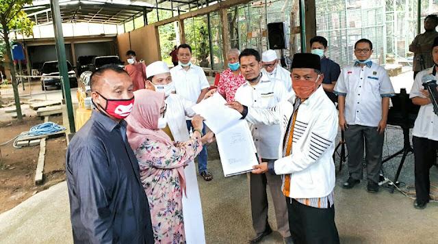 """PKS Resmi Serahkan SK ke Paket """"Salam"""" di Pilwali Mataram 2020"""