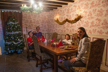Noel en France, Christmas in France, Living in France, Moving to France with kids,