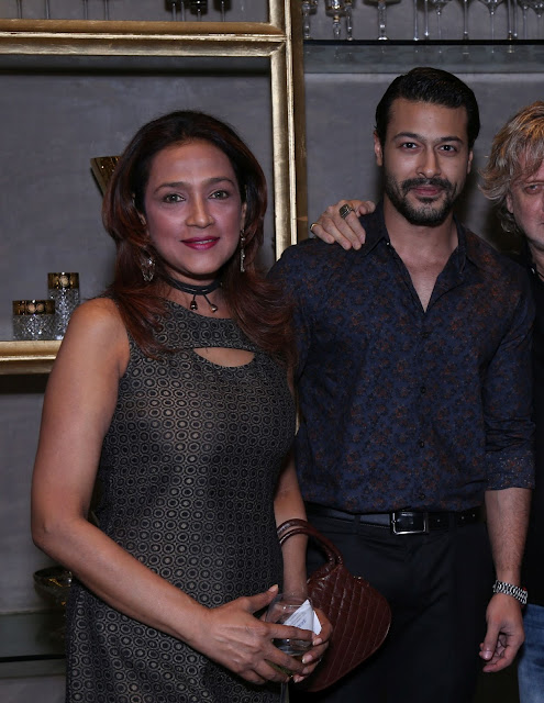 (L-R) Parvati Khan, Jatin Khan