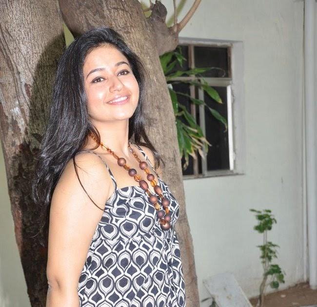 Unseen Tamil Actress Images Pics Hot: Poonam Bajwa Black