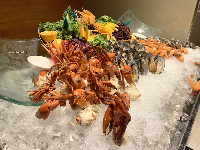 Bountiful seafood on ice