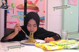 ria ricis makan lemonilo