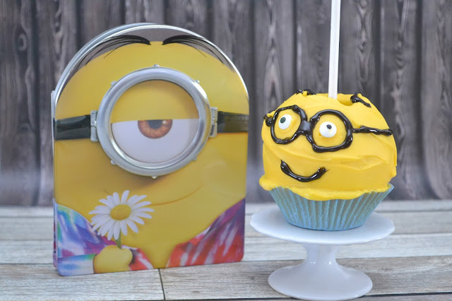 Minions Candy Covered Apples, minion snacks, Minions party food, Minions Party, Minions food ideas, Minion movie snacks, Minions themed snacks, Minions themed food, creative Minions food, Minions food ideas, Minion party