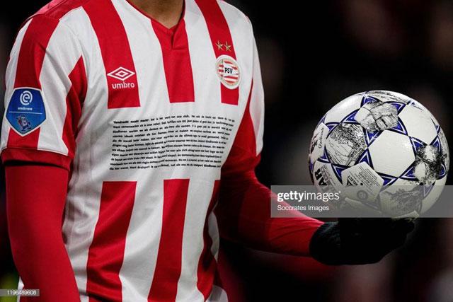 Baju dengan Sponsor Amat Panjang (PSV, 2020)