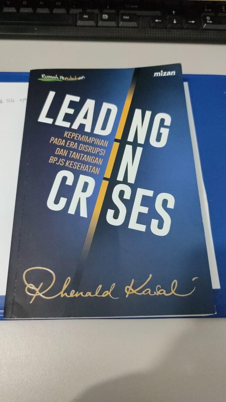 buku Leading In Crisis - Rhenald Kasali