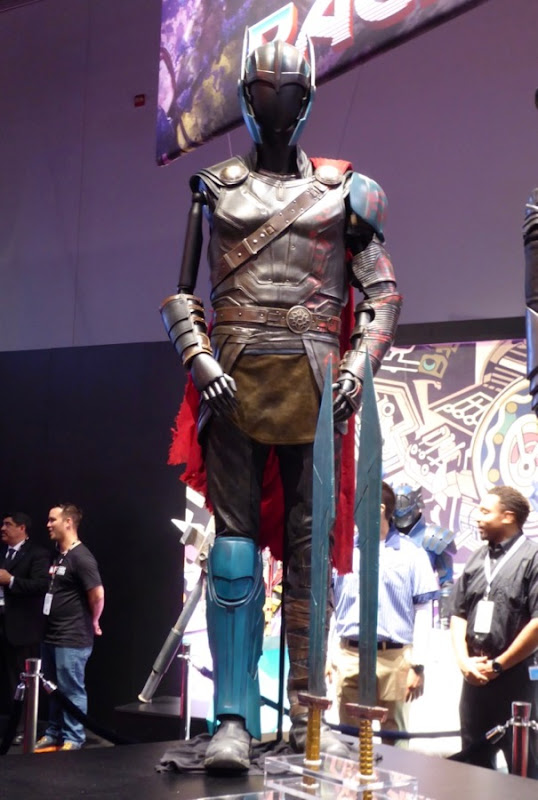 Chris Hemsworth Thor Ragnarok film costume